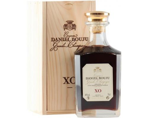 Коньяк Daniel Bouju XO carafe & wooden box 0.7 л